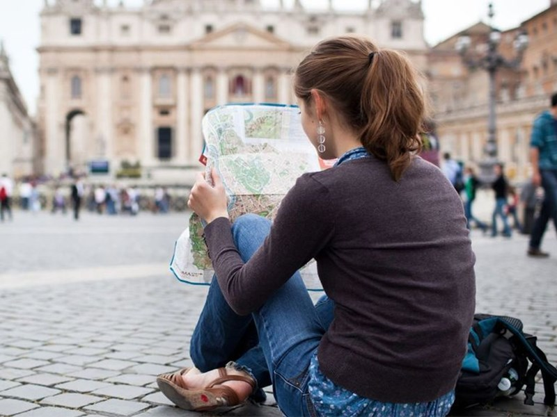 بررسی سفر تنهایی یک زن