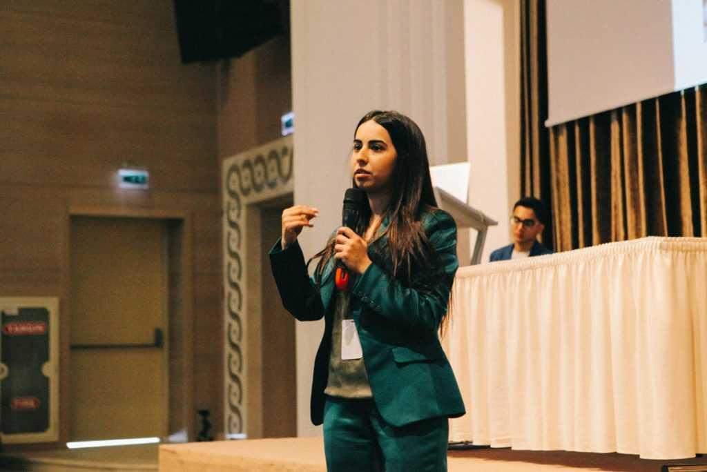 مکالمه و زبان در باکو آذربایجان